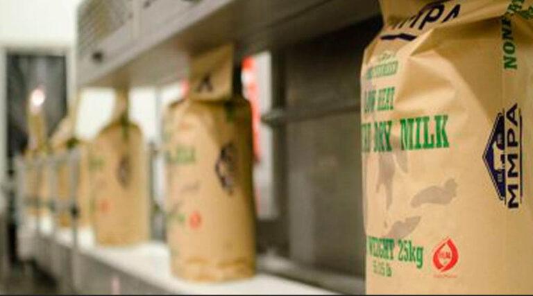 Baja 7.5% el precio internacional de la leche en polvo