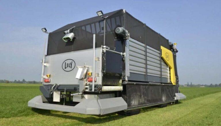 Lely diseñó un vagón forrajero que corta la pastura, la carga y distribuye