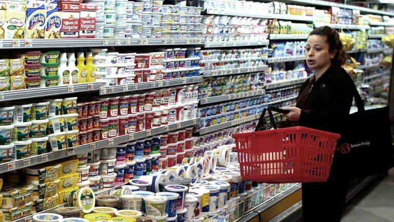 Acuerdan incrementar producción de lácteos y sumar productos a Precios Cuidados