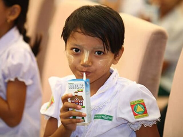 Tetra Pak garantiza que 64 millones de niños reciban leche y otras bebidas nutritivas